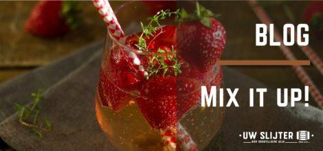Een mixdrankje gemixed met aardbeien